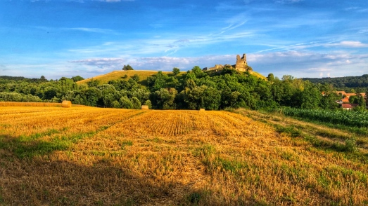 A view of Döbrönté ruins from the fields
