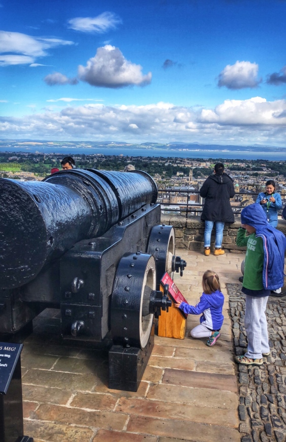 Thats one huge cannon!
